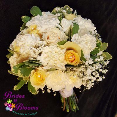 Brides Bouquet w pearl pins
