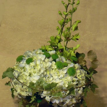 Traditional Hydrangea Design with a Modern Twist of Ivy