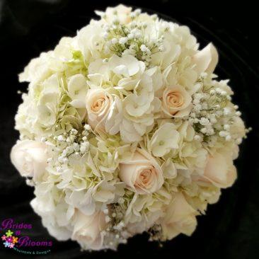 hydrangea-roses-babys-breath-boquet