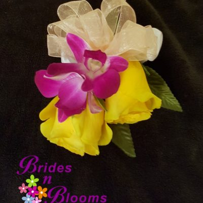 Mixed Color Wrist Corsage