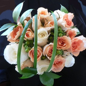 Brides Bouquet of Peach & White Roses, Green Hypericum Berry & Lily Grass cage design