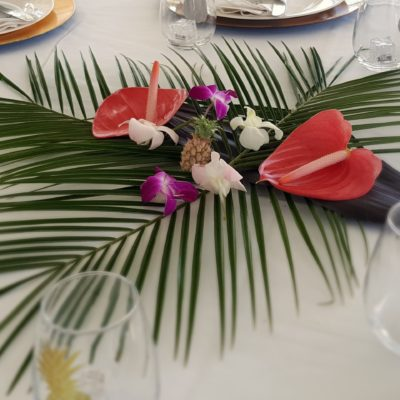 tropical greenery table